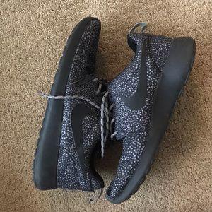 Nike Roshe Run (size 7.5)